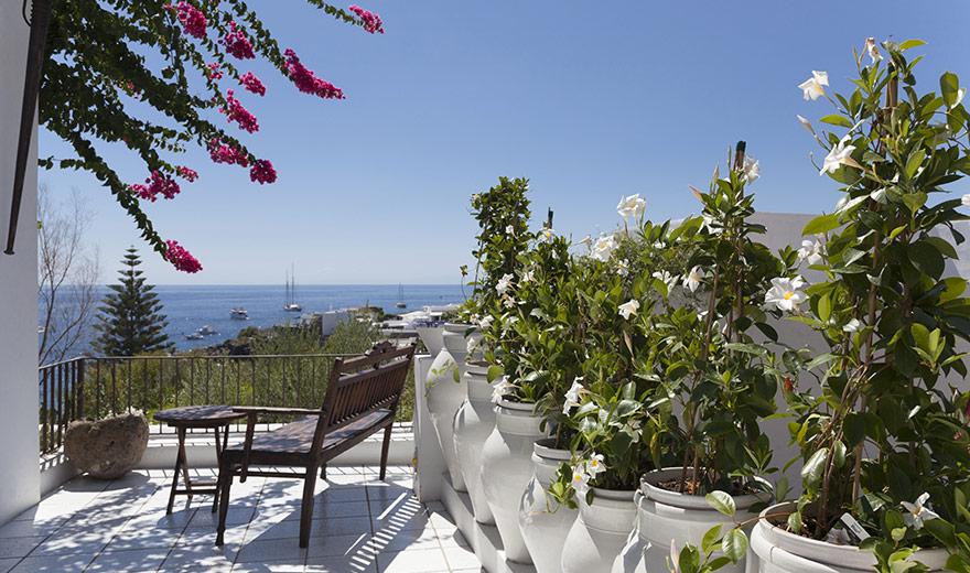 Quartara hotel panarea for Noleggio cabina julian dal proprietario